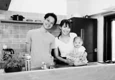 リノベーション幸せ家族 白黒写真